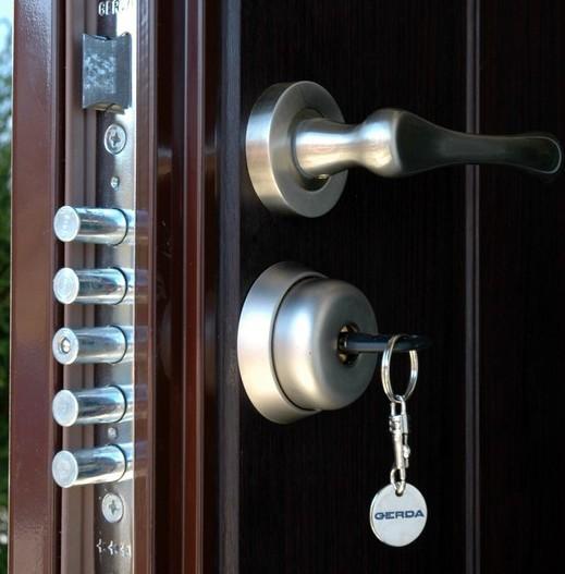 Установка замков в металлические двери своими руками